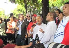 """Sánchez Cerén pidió a la población que espere en paz los datos definitivos, pero ya el FMLN """"está feliz por los resultados preliminares""""."""