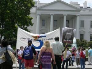 La solidaridad con los Cinco ha llegado a las puertas de la casa blanca.