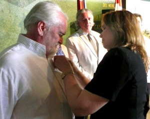 La vicepresidenta del Parlamento cubano impuso la Medalla de la Amistad al eurodiputado Miguel Ángel Martínez.