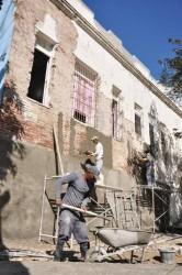 Fuerzas constructoras laboran en la reparación del hogar municipal de ancianos.