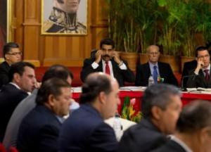 Los temas principales a debate giran en torno a la paz, la lucha contra la criminalidad, las bandas y las mafias vinculadas con el narcotráfico, los paramilitares y la delincuencia común.