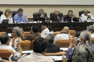 Sesión de la Comisión Cultura y Medios del VIII Congreso de la Unión de Escritores y Artistas de Cuba (UNEAC).