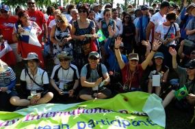Los brigadistas forman farte de los amigos solidarios de 68 naciones que intervendrán en el desfile.
