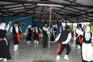 El grupo cabaiguanense mantiene casi intacta la tradición danzaria de las Islas Canarias.