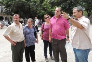 Un momento del encuentro en la Plaza de Armas, de La Habana Vieja. (foto:  Blog de Hernando Calvo).