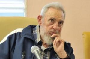 """El libro """"Fidel, una historia, cinco miradas"""", un compendió de imágenes de Fidel."""