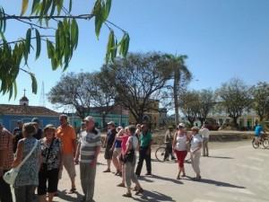 Grupos de turistas se acercan a la villa del Yayabo en busca de las nuevas evidencias arqueológicas.