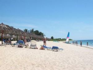 Cuatro de los casi 11 kilómetros de la Península conforman áreas de playa que acogen a los hoteles Costasur, Brisas Trinidad del Mar y Ancón.