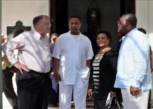 Los congresistas de Estados Unidos, de izquierda a derecha: Sam Farr, Emanuel Cleaver, Barbara Lee y Gregory W. Meeks conversan al concluir una rueda de prensa. (foto EFE).