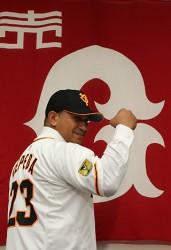Cepeda fue presentado oficialmente como integrante de los Gigantes de Yomiuri, de la NPB.