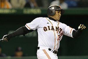 Cepeda ya ha realizado sus primeros swigns con el número 23 en los Gigantes de Yomiuri.