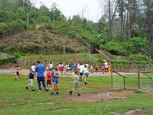 La actividad física contribuye a contrarrestar falta de recreación en muchas comunidades.