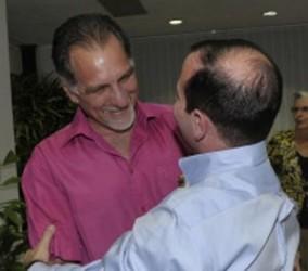 El mundo debe conocer la injusticia que se comete contra nuestros compañeros, dijeron René y Fernando.