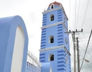 Alpinistas cambian la imagen de la Iglesia Mayor, Monumento Nacional.