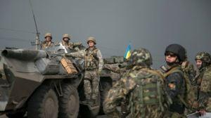 En algunas zonas escuadrones neonazis armados atemorizan a los vecinos con medios blindados y otra técnica militar que se desplaza entre un poblado y otro.