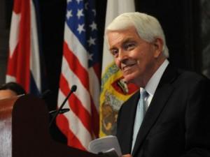 Thomas J. Donohue, Presidente de la Cámara de Comercio de EEUU, aboga por eliminar el bloqueo a Cuba.