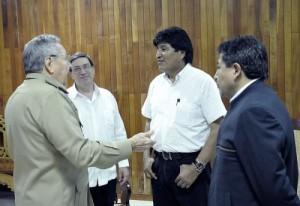 Raúl y Evo analizaron las medidas para continuar profundizando las relaciones entre Cuba y Bolivia.