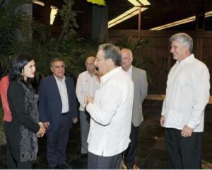 Durante el fraternal encuentro, Raúl y Teillier dialogaron acerca de las relaciones entre ambos partidos.
