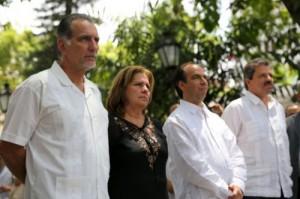 René rindió tributo a Simón Bolívar con una ofrenda floral ante el sarcófago que guarda los restos del Libertador.