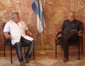 Rodrigo Álvarez Cambra (a la derecha) presidente de la Sociedad Cubana de Ortopedia y Traumatología.