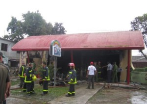Extinguen incendio en establecimiento comercial de Zaza del Medio (Foto: Marlys Rodríguez Francisco)