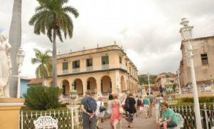 Los 40 integrantes de la brigada recorrieron la villa de Trinidad.