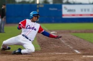 Yulieski jugará con el equipo Yokohama Dena Baystars, de la Liga Profesional de béisbol japonés.