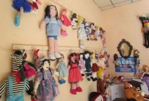 El proyecto realiza diversos tipos de muñecos a través de más de 180 técnicas.