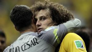 Julio César y David Luiz figuraron entre los más destacdos por Brasil.