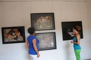 La muestra permanecerá abierta durante un mes en la Galería de Arte Oscar Fernández Morera.