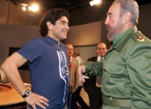 Maradona con Fidel en una Mesa Redonda dela TV cubana en octubre de 2005. Foto: Ismael Francisco.