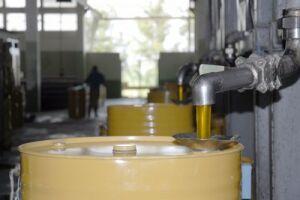 La planta espirituana procesa la miel acopiada desde Pinar del Río hasta Camagüey.