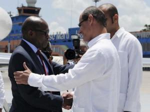 Denzil Douglas (I) fue recibido por Rogelio Sierra, viceministro cubano de Relaciones Exteriores. Foto: Roberto Morejón