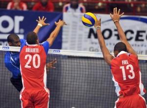 A pesar de altibajos en su rendimiento, Osmany Uriarte aportó en el ataque y en la defensa de la net.