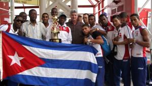 Miguel Diaz-Canel acudió a recibir a los Boxeadores que ganaron la Serie MUndial de Boxeo en Kasajastan. Foto: Ismael Francisco/Cubadebate.