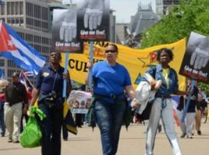 Cientos de personas marcharon el sábado último desde la Casa Blanca hasta el Departamento de Justicia pidiendo por los Cinco.