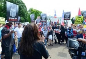 Manifestación frente a la Casa Blanca durante la primera jornada.