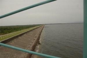 La presa Zaza fue construida para una vida útil de un siglo y con capacidad de 1 020 millones de metros cúbicos de agua.