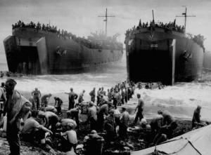 El 6 de junio tomaron tierra 156 000 combatientes aliados en un sector de 80 kilómetros de ancho en la costa francesa del Canal de la Mancha .