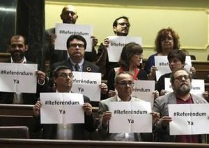 Diputados de la izquierda española exigieron un referendo sobre la monarquía.
