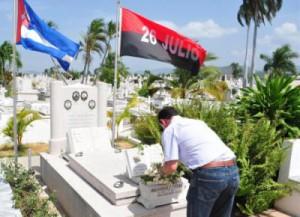 En el camposanto santiaguero Fernando rindió homenaje a los mártires de las luchas libertarias.
