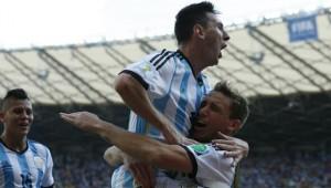 Lionel Messi apareció para darle el triunfo 1-0 a Argentina sobre Irán.