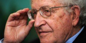 A juicio de Chomsky las actividades de la NSA violan de manera radical la Constitución estadounidense.