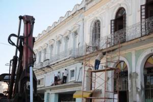 El esfuerzo de los trabajadores de la Construcción está presente en la pintura de más de 4 000 fachadas.