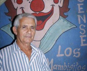Cirilo Esmer ha preparado a más de un centenar de muchachos en el dominio de las diferentes manifestaciones circense.