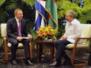 Raúl y Makei dialogaron sobre el excelente estado de las relaciones bilaterales y sus perspectivas.