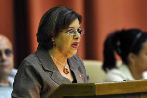 Lina Peraza, Ministra de Finanzas y Precios, durante su intervención en la sesión plenaria del Parlamento cubano. Foto AIN