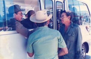 El Chino Soler dialoga con el General de Ejército Raúl Castro, en el organopónico donde laboraba el espirituano.
