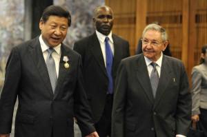 Raúl y Xi Jinping tras la entrega de la Orden José Martí al mandatario visitante. Foto AIN.