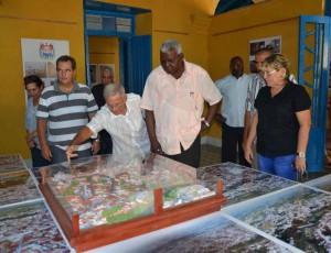 Esteban Lazo incluyó en su visita obras relacionadas con el aniversario 500 de Sancti Spíritus. Foto Gerardo Legón.